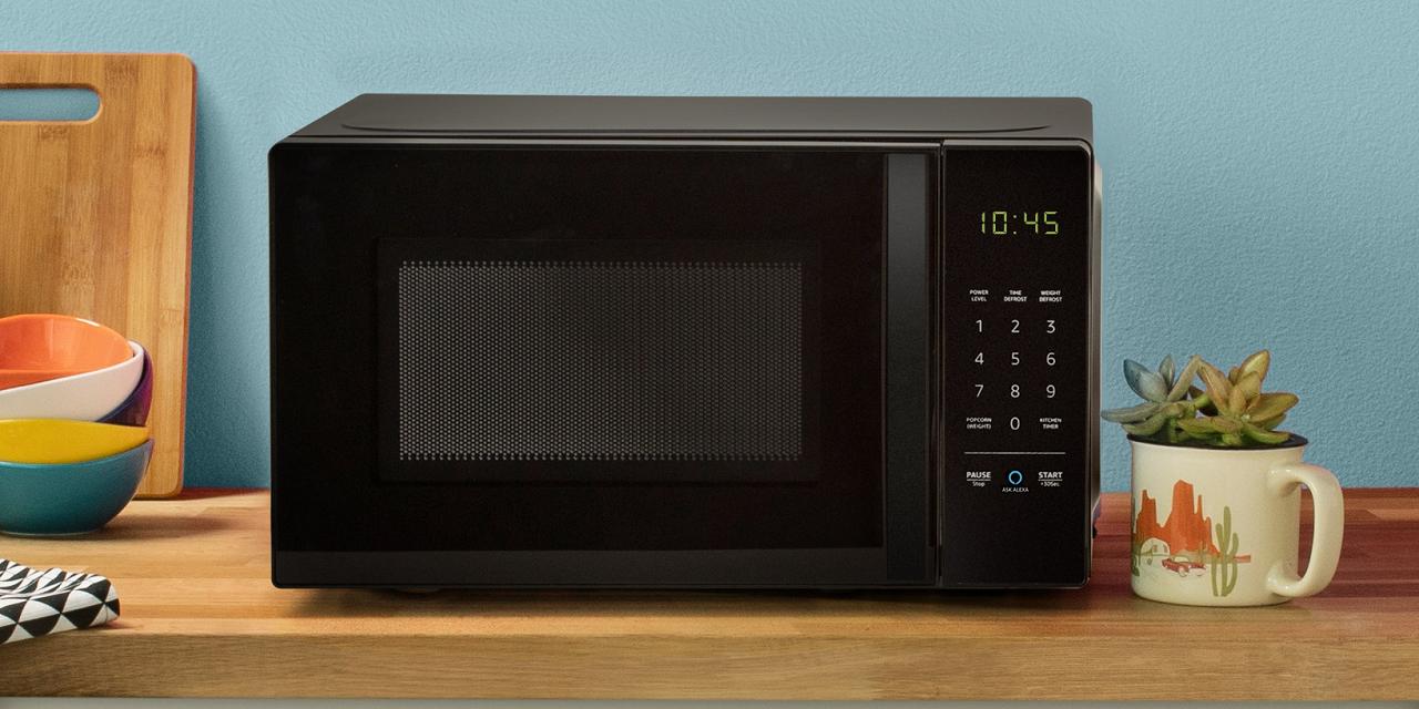 AmazonBasics Microwave.jpg