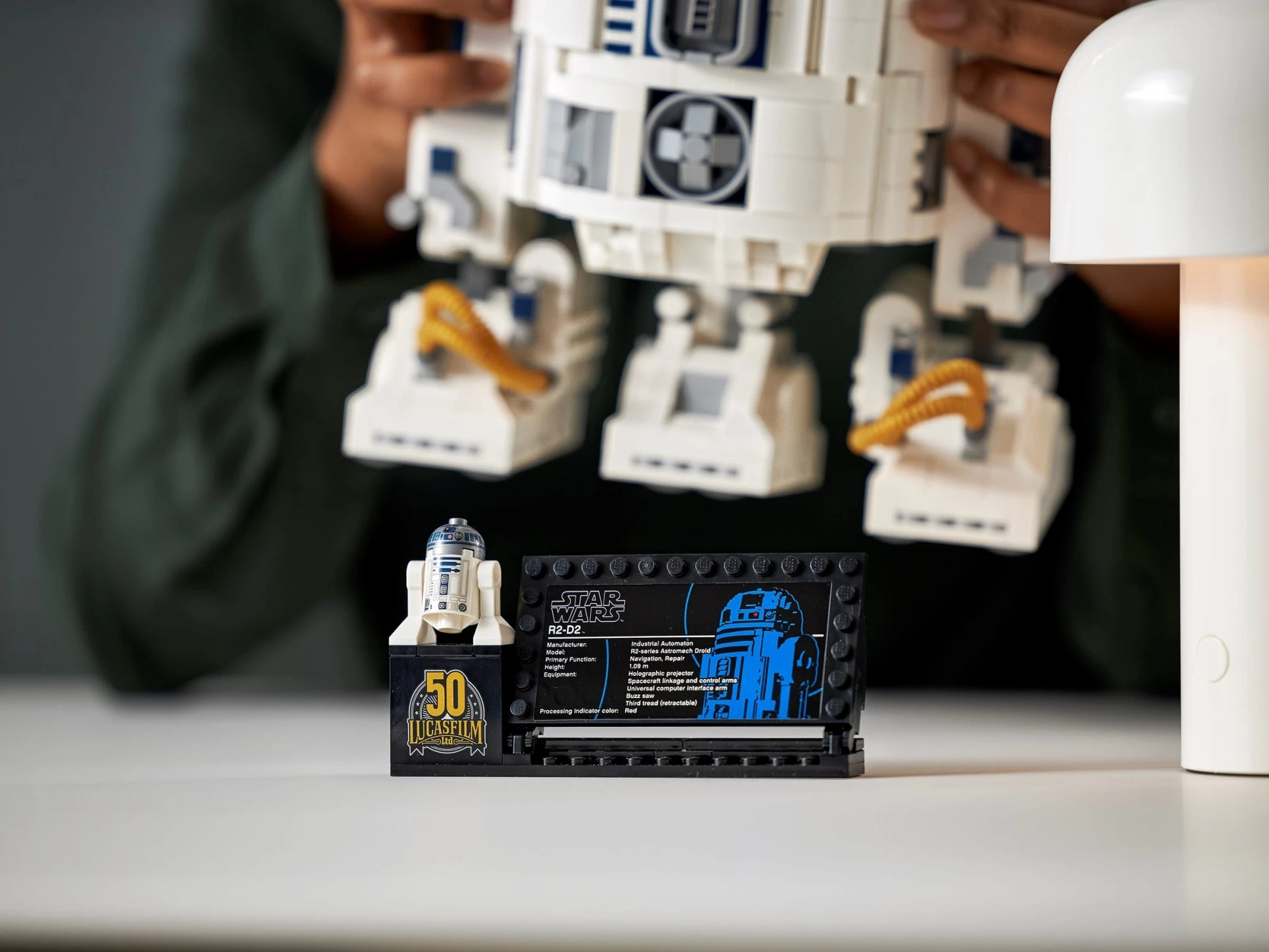 В честь 50-летия Lucasfilm: LEGO представила новый набор дроида R2-D2 из «Звёздных войн»