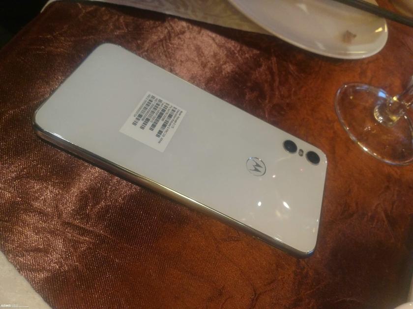 Motorola-One-1.jpg