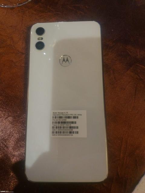 Motorola-One-2.jpg