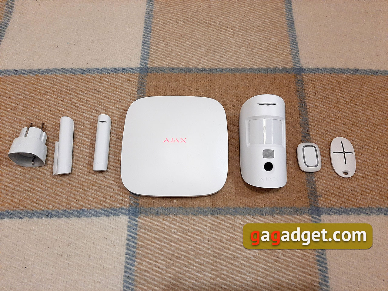 Ajax StarterKit Cam with MotionCam Review: new security features from Ajax Systems-3
