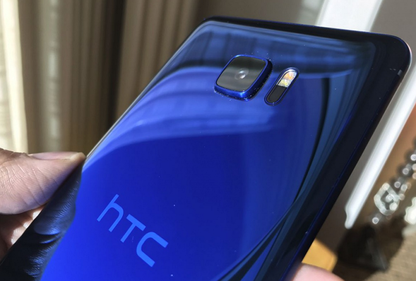 Новый фаблет HTC U Ultra не похож на другие модели и оснащен мини-экраном