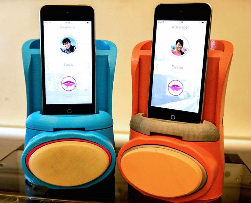 Создан чехол для смартфона, который передает поцелуи на расстоянии