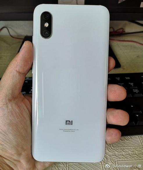 Первые фото Xiaomi Mi 8X со сканером отпечатков пальцев в экране-2