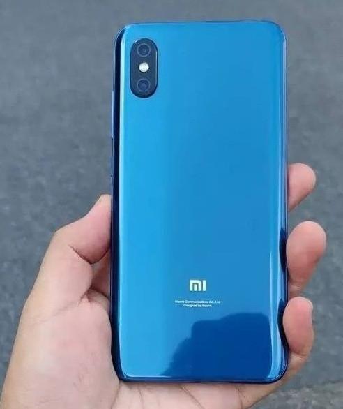 Первые фото Xiaomi Mi 8X со сканером отпечатков пальцев в экране-3